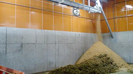 籾殻を理想的な敷料に変える膨張軟化装置